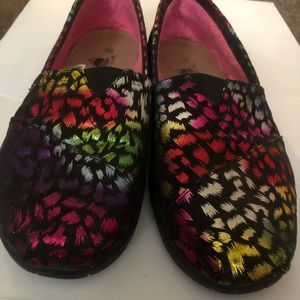 A cute and very colorful pair of slip on Aloha's